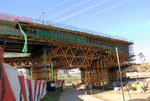 """Z cyklu """"ULMA na świecie"""" Most Itapaiuna w  São Paulo / ost – estakada Itapaiuna o długości 340 m i trzech pasach ruchu ma za zadanie ułatwienie dostępu do nowych dzielnic mieszkaniowych São Paulo. Do wykonania 113-metrowego przęsła położonego nad rzeką  Tietê firma ULMA Brasil - Fôrmas e Escoramentos Ltda. wykorzystała system wózków formowania wspornikowego CVS zbudowanych na bazie systemu uniwersalnego MK."""