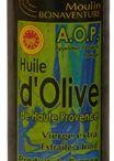 Feinste Olivenöle direkt aus der Provence / Wunderbares Olivenöl aus der Provence ::   Das fruchtige Aroma hochwertiger Bio-Olivenöle aus der Provence ist unübertroffen. Die Bandbreite dieser Olivenöle reicht von fein- bis intensivfruchtig - je nach Zeitpunkt der Ernte. Die neuen Ernten starten in den nächsten Tagen. Das 2014er Olivenöl kann deshalb voraussichtlich erst im nächstem Jahr im Onlineshop verfügbar sein. Lieferungen aus der neuen Olivenölernte 2014/2015 erwarten wir im Februar 2015.