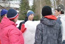 Lumiveistospaja / Taidemuseon takapihalla järjestetään lumenveistopaja tiistaina 3. maaliskuuta kello 10.15–16.00. Lumirakentamisen asiantuntija Seppo Mäkinen ohjeistaa lumiveistosten teossa. Tekniikka on helppo ja jokainen pääsee toteuttamaan omaa luovuutta.