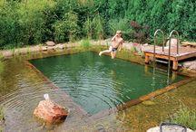 Schwimmen im Garten