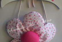 Libélulas y Flores para nenas / Libélulas , flores con macetas , carteles de bienvenida , decoración cuartos nena