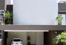 Garagem / Ter uma garagem em casa é o sonho de muita gente. Nesse board você verá ideias de portão de garagem e ideias para sua garagem residencial. Veja lindos modelos de garagem e inspire-se para fazer a sua! #garagem #portaodegaragem #garagemresidencial #modelosdegaragem