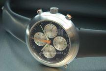 Ikepod / La compagnia Ikepod nasce inizialmente come produttrice di orologi da polso Svizzera, specializzata in orologi concettuali. Inizia così, nel 1993, quanto Oliver Ike nota il designer australiano Marc Newson tramite le sue pubblicazioni in Europa: insieme completano il loro primo prototipo di orologio da polso chiamato Seaslug....