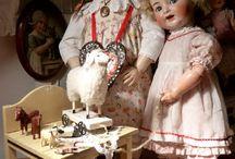 Bambole nel tempo.