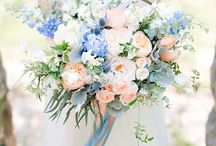 Pale blue and peach / blush wedding ideas / Soft pastel wedding flowers in shades of pale blue, dusky blue, peach and blush pink.