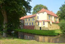 Burgen und Schlösser in Ostfriesland / In Ostfriesland findet man viele Burgen und Schlösser vor, die teilweise damals Häuptlingssitze waren. Heute kann man viele dieser Burgen und Schlösser besichtigen oder sie sind Austragungsort von kulturellen Veranstaltungen.
