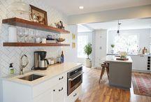 Bright White Kitchen // INTERIOR