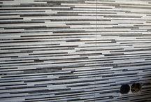 Grote tegels / Een Wooning Keuken betegeld, Tegels 90 x 30 cm, Door Tegelzettersbedrijf J van Loenen voor M plus montage in Zoetermeer.