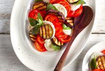 Gegrilde groente & fruit / Grillen geeft groente veel meer smaak dan wanneer ze gekookt zijn. Vaak gaan er namelijk veel voedingstoffen verloren in het kookwater. Grillen is dus een lekker en gezond alternatief. Ook lekker op de BBQ. En probeer ook eens om fruit te grillen op de BBQ!