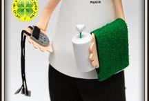 Fofucha Fisioterapeuta / Esta fofucha fisioterapeuta va equipada con una toalla, aceite para masaje y un electroestimulador. Esperamos que a su dueña le haya gustado.