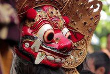 Bali - Indonesië / De populairste bestemming in Indonesië. Geliefd bij buitenlanders die het eiland in hun hart hebben gesloten. Er hun eigen huis hebben gebouwd en er wonen. Ontdek de mogelijkheden voor een eigen plekje op dit prachtige eiland. Hoe ziet je droomwoning eruit? Wil je een villa kopen en daar je vakantie vieren of overwinteren. Of huur je liever een vakantiewoning op een Balinees resort. Ontdek wat je werkelijk zoekt. www.yazuul.com/nl/content/159