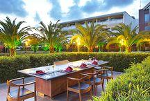 Hilton Dalaman Lezzetleri / Miso Çorbası, Dana Antrikot Teriyaki, Yumurtalı Pilav… Bu birbirinden leziz tatlar; siyah ve kırmızı renklerin hakim olduğu ahşap, modern Uzakdoğu dekoru ile tasarlanmış Hilton Dalaman Sarıgerme Resort & Spa Oteli Tao Teppanyaki Restaurant'ta sizleri bekliyor.