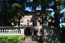 Terres et Seigneuries / En Italie, d'où nous sommes originaires, en France et en Suisse, nombreux sont les châteaux ayant appartenu à la famille ou faisant toujours partie de de notre maison.