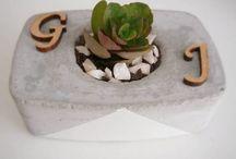 Decoração de vasinhos / Deixe seu jardim ou sua casa mais divertidos decorando o vasinho de suas plantas!