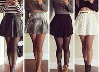 falda, medias y tacones