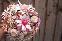 non floral bouquets / by Munaluchi Bride