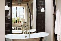 Bathrooms / by Alma Allende