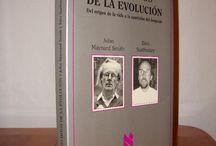 Mesa temática: biología / Libros sobre biología de la Biblioteca de Química Biología