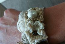 Bracciali e cinture / Decisamente romantici con perle di fiume, e bottoni in madreperla...