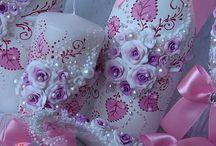 svadobné poháre, sviečky, dekorácie