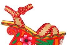 ~FESTIVAL~ / Фестивальная мода получила новую жизнь весной этого года. Коллекции SS13 многих дизайнеров пестрят яркими принтами, украшены замысловатыми плетениями, вышивкой, бахромой и перьями. Именно в это время года начинается сезон музыкальных фестивалей: Coachella, Woodstock, Bonnaroo, Osheaga - тысячи молодых людей проводят время на природе, надевая кожаные украшения, драные джинсы, легкие платья и комбинезоны.