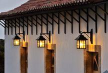 Buitenverlichting / Wij importeren hoogwaardige collecties verlichting voor binnen en buiten van Europese makelij.