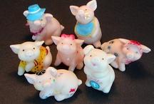 Piggy Figurine ~ Plastic / Rubber
