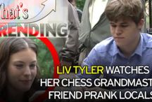 World's Top Chess Player disguises to play Chess Game with Strangers in New York / It's now viral today in social that a World's Greatest Chess Player in disguise was caught playing Chess Games in public together with casual chess fans in New York.