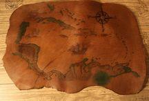 See- und Landkarten auf Leder