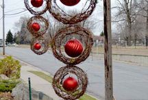 Xmas wreath w/ hanging ornaments.