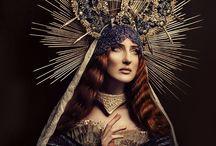 Madonnen / Marias & Magdalenas & Heiligkeit