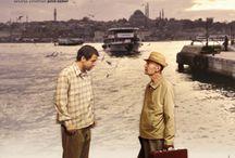 11'e 10 Kala (10 To 11) / Bina yıkılırsa Mithat Bey koleksiyonlarını kaybedecektir, Ali de hem evini, hem işini. Artık apartman, yalnız yaşayan bu iki adamın ortak kaderidir. http://filmpot.com/tr/film/11e-10-kala
