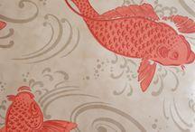 Tapeten mit Fischen / Wer Tapeten mit Fischmotiven für die Küche oder das Bad sucht, wird bei vielen Tapetenherstellern fündig. Äußerst beliebt ist das Motiv bei englischen Traditionsherstellern.