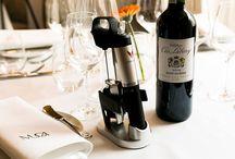 Restauracja MUGA / Położona w bezpośredniej okolicy poznańskiego Starego Rynku restauracja MUGA jest idealnym miejscem spotkań osób, które cenią sobie dobrą i dopracowaną kuchnię. Gościom proponujemy autorskie kreacje uwzględniające sezonowość oraz europejskie trendy.  Restauracja Muga połączona jest z winiarnią Casa de Vinos , która w swoim portfolio posiada ponad 300 etykiet win z całego świata .