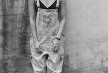 How to wear... dungarees! / Overalls, bibs, dungarees… Oftewel tuinbroeken! Waar je afgelopen zomer misschien al wat meiden in de korte variant zag lopen, mag de tuinbroek dit seizoen zeker niet in je kledingkast ontbreken. Lang, halflang of kort, het kan en mag allemaal. Boys, ook voor jullie is de tuinbroek 'hot and happening', so don't be shy, just buy! (:  Doe hier je inspiratie op! En heb je nog geen tuinbroek, haal 'm vanaf 29 euro op bij Stardust.