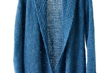 Vest Ocean  - Slow knitwear BreiZuss / Vest Ocean in een prachtige zeeblauwe kleur met een subtiel glansje. Het vest is wat langer en heeft een sjaalkraag. De boorden zijn gebreid in een leuke structuur. Het vest is licht, zachten soepel.