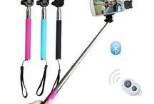 Perche selfie / Avec la perche télescopique proposée par OBPC vous pourrez prendre des photos et des vidéos jusqu'à un mètre de distance. Son attache réglable de 5.5 et 8.5 cm de hauteur la rendra compatible aussi bien avec votre téléphone portable qu'avec votre appareil photo numérique. Fini les soucis de cadrage, maintenant tout le monde est sur la photo !