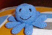 Amigurumis en español / Muñecos y juguetes hechos de crochet / by Amparo González