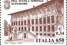 I Luoghi della Scuola / Sette palazzi storici nel cuore della città ospitano gli uffici, i laboratori di ricerca e le aule della Scuola Normale Superiore. A questi si aggiunge il Palazzone di Cortona (Arezzo), sede distaccata utilizzata per convegni e corsi di orientamento.