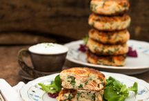 salmon cakes with chives garlic sauce