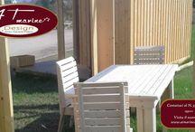 Suppellettili da giardino. / Tavoli, sedie, fioriere e tutto ciò che serve per arredare il giardino.
