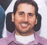 Leandro Portella / Aos 17 anos ele ficou tetraplégico. Desde então, busca barreiras para superar. A história de Leandro Portella poderia ser apenas inspiradora, mas talvez seja mais do que isso. Talvez ele nos mostre que viver vale muito apena mesmo quando a vida te desafia todos os dias.  http://leandroportella.com.br/
