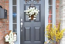 Front Door & Porch Decor / Find the perfect decor ideas for your front door and porch and make a great first impression for your guests and visitors!