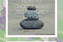 Wall art on grey walls inspiration / Examples and inspiration for adding photo wall art to grey walls