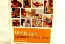 A Bíblia dos Médiuns e Sensitivos / A Bíblia dos Médiuns e Sensitivos, um guia completo, onde você vai encontrar tudo de que precisa para ativar e desenvolver os seus poderes paranormais.  http://www.camilazivit.com.br/a-biblia-dos-mediuns-e-sensitivos/