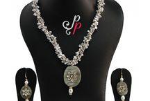 Grey biwa pearl necklace set with grey kundan pendant at Rs. 2,600