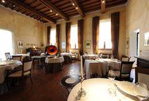 """Il Ristorante / Tutto nasce a Modena nel 1974, da una piccola caffetteria di quartiere di nome """"Moka"""". Da quel locale in via Emilia Ovest molte cose sono cambiate, fino all'attuale ed elegante """"Antica Moka"""" in via Emilia Est."""