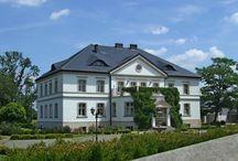 Lenartowice - Pałac / Pałac w Lenartowicach (pow. średzki) wzniesiony w XIX w.  W 1845 r. właścicielem dóbr był Edward Aleksander Roth. Od 1934 r. do końca II wojny światowej, majątek należał hrabiostwa von Westarp. Po śmierci hrabiego w 1937 r. zarządzała nim wdowa, hrabina Ingeborga von Westarp. Przez długie lata powojenne w pałacu mieściła się szkoła podstawowa. Obecnie znajduje się w rękach prywatnych.