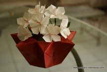 Bunga Tapak Dara, Desain oleh Linda / Origami flower with traditional vase Folded by Linda www.origami-indonesia.com