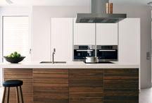 Bulthaup keukens bij CVT keukens / De liefde voor vernieuwende architectuur met precisie maakt bulthaup al tientallen jaren uniek. Luxe, exclusief, eersteklas: een keuken van bulthaup herkent u uit duizenden. Met bulthaup bent u verzekerd van hoogwaardige materialen en producten en technische perfectie. Deze keukens bieden ruimte voor talloze ontwerpmogelijkheden. Met andere woorden: bulthaup zorgt voor een onberispelijke basis en geeft u alle gelegenheid om uw persoonlijke wensen hieraan toe te voegen.